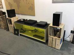 Stands per diffusori acustici, porta-vinili, in legno pallett Desk, Furniture, Home Decor, Desktop, Decoration Home, Room Decor, Table Desk, Home Furnishings, Office Desk