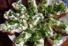 Jednoduchá pomazánka s Romadurem - Recepty.cz - On-line kuchařka Sprouts, Tacos, Mexican, Vegetables, Ethnic Recipes, Food, Essen, Vegetable Recipes, Meals