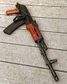Weapons Lover Military Weapons, Weapons Guns, Guns And Ammo, Ak 47, Rifles, Fire Powers, Cool Guns, Assault Rifle, Firearms