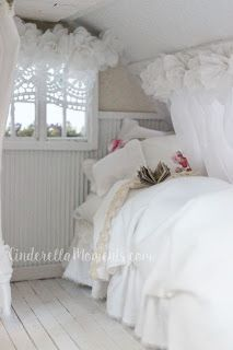 White bedroom is so romantic in 1/12 scale