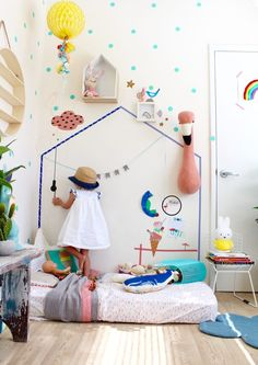 Vintage room decor for children featuring decals and accessories by Mimi Lou Paris. More inspiration and ideas on the blog.