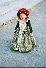 Teeny tiny Queen Elizabeth I costume! Its a perfect mix of adorable and awesome!
