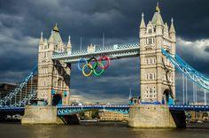 Big Olympic Rings Center Of Tower Bridge London, England