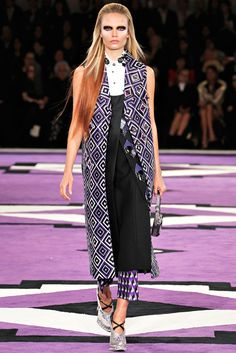 Prada Fall 2012 Ready-to-Wear Collection Photos - Vogue