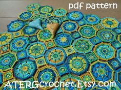 PAID - COLORFUL OCTAGON BABY BLANKET The crochet pattern is a step by step tutorial in English (US terms) completed with detailed pictures. Yarn: