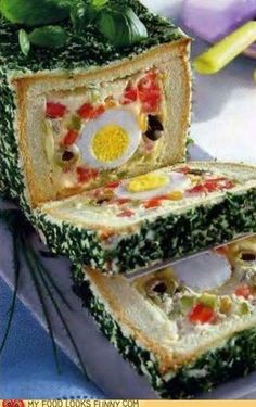 Sandwich salad loaf (there are those olive eyes again, begging for a merciful death. Gross Food, Weird Food, Sandwich Cake, Tea Sandwiches, Salad Sandwich, Retro Recipes, Vintage Recipes, Little Lunch, Vintage Cooking