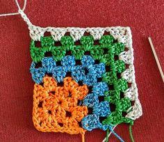 Crochet Bedspread Pattern, Crochet Squares Afghan, Crochet Motifs, Crochet Quilt, Granny Square Crochet Pattern, Crochet Stitches Patterns, Knitting Patterns, Crochet Cushions, Crochet Blocks