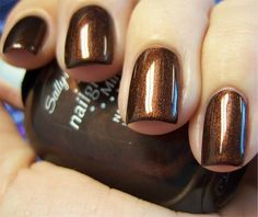 ThanksMy Fall favorite: Forbidden Fudge by Sally Hansen awesome pin Toe Nail Color, Nail Polish Colors, Nail Polishes, Fancy Nails, Pretty Nails, Hair And Nails, My Nails, Chloe Nails, Sally Hansen Nails