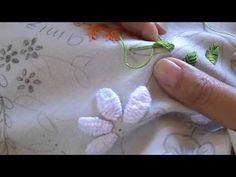 Aprenda a bordar um botãozinho de rosa com uma pétala do ponto margarida.