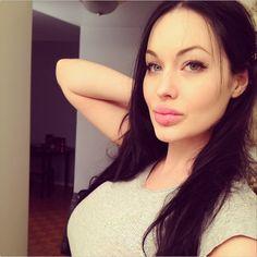 Natual tits latina fucking in bed