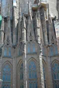 La Sagrada Familia, dessinée, imaginée par Gaudi, à Barcelone. Détail.