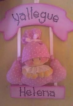 carteles bienvenida bebes Distintivos Baby Shower, Baby Shower Princess, Mobiles, Felt Wreath, Baby Shawer, Diy Crafts For Gifts, Ideas Para Fiestas, Diy Tutorial, Nursery Decor