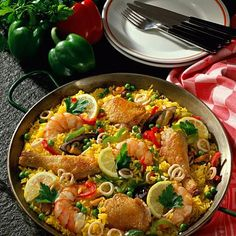 Our popular recipe for Andalusian paella and over other free recipes LECKER. Tapas Spain, Heart Healthy Recipes, Healthy Foods, Rice Dishes, Mediterranean Recipes, International Recipes, Popular Recipes, Fish And Seafood, Fish Recipes