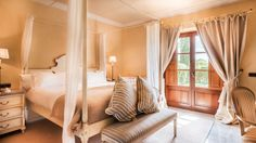 Relax in complete comfort at the rooms & suites at Son Julia Country House & Spa. Book now and enjoy full equipped, spacious rooms in our century mansion. Spa, Country House Hotels, Luxury Rooms, Kitesurfing, Majorca, Hotels Near, Best Hotels, Relax, Boutique