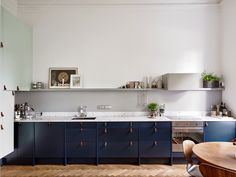 Fab kitchen and sitting room in a Swedish apartment. Entrance.