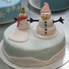 Happy Snowmen on a Christmas Cake