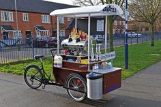 Even a place for trash. Mobile Coffee Cart, Mobile Food Cart, Mobile Coffee Shop, Mobile Restaurant, Mobile Cafe, Coffee Carts, Coffee Truck, Bike Coffee, Food Cart Design