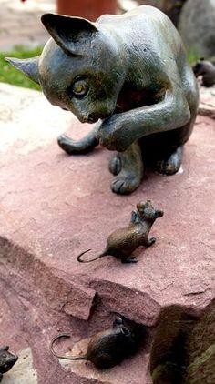 Grave cat  stolen on a cemetery in Denmark. Artist not known (Pharyah)