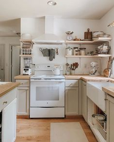 47 Stunning French Country Kitchen Decor Ideas ⋆ All About Home Decor Home Decor Kitchen, Country Kitchen, Kitchen Interior, Home Kitchens, Pig Kitchen, Chicken Kitchen, Copper Kitchen, Kitchen Ideas, Küchen Design
