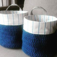 Háčkovaný košík modrý