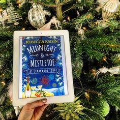 NEW REVIEW - Midnight and Mistletoe at Cedarwood Lodge by Rebecca Raisin - http://simonascornerofdreams.blogspot.ch/2016/12/midnight-and-mistletoe-at-cedarwood.html #bookbloggers