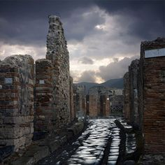 A street in Pompeii © Soprintendenza Speciale per i Beni Archeologici di Napoli e Pompei. Pompeii Live from the British Museum – Life and death in Pompeii and Herculaneum - the first live  cinema event produced by a museum from a major exhibition.