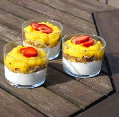 Chia grød med mango og passionsfrugtkompot | ELLE Mango, Recipe Of The Day, Summer Nails, Cheesecake, Brunch, Pudding, Yummy Food, Meals, Breakfast