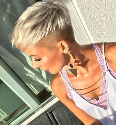 50 + Short Edgy Pixie Cuts and Hairstyles - chic better Funky Short Hair, Super Short Hair, Short Blonde, Short Hair Cuts For Women, Short Hair Styles, Short Hair Undercut, Undercut Hairstyles, Pixie Hairstyles, Cool Hairstyles