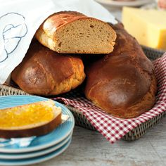 Recept på Sirupslimpa // Tradionnal swedish bread with rye flour and molasses. Bread Recipes, Baking Recipes, Lollipop Candy, Scandinavian Food, Candy Cookies, Piece Of Bread, Our Daily Bread, Recipe Images, Pretzel Bites