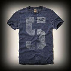 ホリスター メンズ Tシャツ Hollister PC Highway T-Shirt Tシャツ ★個性的なフロントグラフィックがかわいい!デニムとの相性もばっちり。  ★ホリスターを代表するカモメマークのプリントがされています。