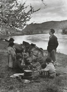 August Sander. Gypsies on the Moselle. 1931.