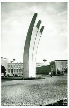 Das Luftbrückendenkmal #PlatzDerLuftbrücke #Tempelhofer #Flughafen #Berlin