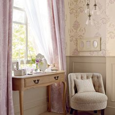 Henrietta Lavender Floral Wallpaper is so pretty and whilst I never use lilac I am warming to a little touch as seen in this picture.