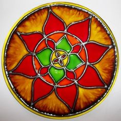 Mandalas en vidrio: Ideas novedosas pintadas a mano - Mandalas Picture Frame Inspiration, Decor Crafts, Diy And Crafts, Neutral Pillows, Bible Prayers, Video Wall, Stained Glass Panels, Wall Decor, Rainbows
