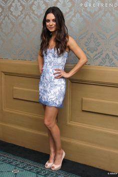 En robe bustier Monique Lhuillier, la belle Mila Kunis opte pour une séduction via un jeu de jambes.