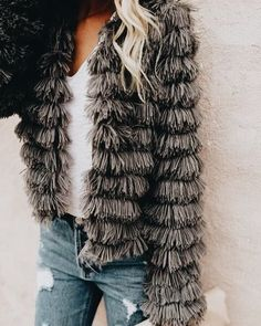 fluffy faux fur jacket + casual fall outfit + classic white tee and distressed denim + street style look + cozy winter jacket Quoi Porter, Fashion Killa, Fashion Trends, Fashion Outfits, Faux Fur Jacket, Fur Coat, Fringe Jacket, Mode Vintage, Looks Style