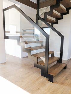 Steel Stairs Design, Staircase Design Modern, Modern Stair Railing, Stair Railing Design, Home Stairs Design, Modern Stairs, Foyer Design, Interior Stairs, Home Interior Design