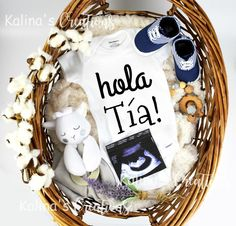 Ideas baby announcement to family in spanish Baby Surprise Announcement, Rainbow Baby Announcement, Pregnancy Announcement To Husband, Surprise Pregnancy, Creative Baby Announcements, Expecting Baby Announcements, Grandparent Pregnancy Announcement, Baby Time, Just In Case