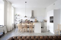 Beautiful Kitchen, Brick wall finishes and concrete floor