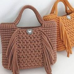 Shopper with leather bottom bag crochet Because these hand bags can certainly Bag Crochet, Crochet Handbags, Crochet Purses, Yarn Bag, Diy Tote Bag, Knitted Bags, Handmade Bags, Fashion Bags, Straw Bag