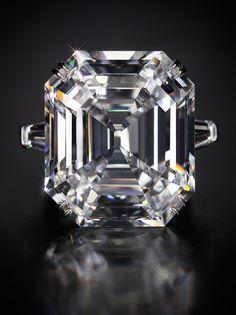 33.19 carat diamond ring, a gift from Richard Burton to Elizabeth Taylor