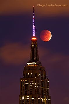 Gorgeous lunar eclipse over the Empire State Building this morning.