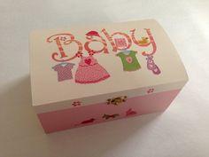 Baby-Schatulle zur Geburt & Taufe Rosa - von GeschenkeMitStil bei DaWanda Schöne Kunstwerke, Geschenke u.V.m. findest Du auf meiner Facebook-Fan Page: www.facebook.com/DanielasGeschenkeMitStil