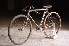 Velo Vintage, Vintage Cycles, Vintage Bikes, Retro Bikes, Old Bicycle, Bicycle Parts, Old Bikes, Antique Bicycles, Commuter Bike