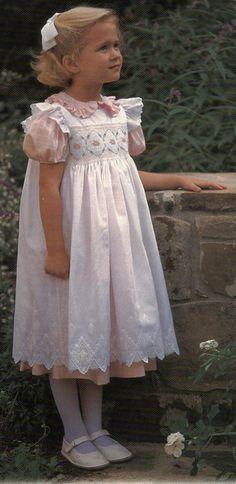 Creative Needle Little Girl Fashion, Kids Fashion, Little Girl Dresses, Girls Dresses, Toddler Outfits, Kids Outfits, Punto Smok, Smocking Patterns, Christening Gowns