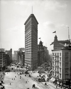 New York, 1903: The Flatiron Building.