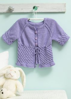 New Baby Knitting Patterns Free for To make things easy we have compiled all the latest free knitting patterns for babies and toddlers in the one post, find everything you need easily! Easy Blanket Knitting Patterns, Easy Knit Baby Blanket, Baby Sweater Knitting Pattern, Christmas Knitting Patterns, Easy Knitting, Crochet Patterns, Baby Cardigan, Free Baby Stuff, New Baby Products