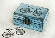 Vintage Bycycle Wooden Distressed Box by MyHouseOfDreams on Etsy, Decoupage Box, Decoupage Vintage, Painted Boxes, Wooden Boxes, Wooden Painting, Tole Painting, Cigar Box Crafts, Altered Cigar Boxes, Wooden Bicycle