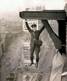 Hanging around in 1920, a police aviation member in New York ⬛⬜ . Follow @theheightlife * Follow us @Roofer._.MyPassion for more💝 * 📷 Via…
