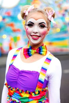 25 Clown Halloween Makeup Ideas for This Halloween Season – Flawssy pretty halloween clown makeup ideas Halloween Clown, Pretty Halloween, Halloween Makeup Looks, Easy Halloween, Halloween Costumes, Cute Clown Makeup, Circus Makeup, Clown Faces, Creepy Clown